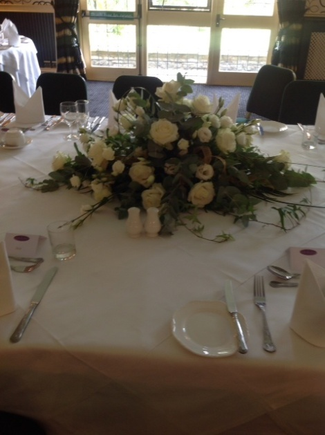 Showing white table decoration